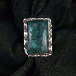Rectangular Chrysocolla ring in Silver wave frame
